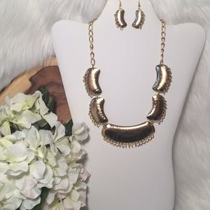Gold Tone Statement Necklace w/Earrings!